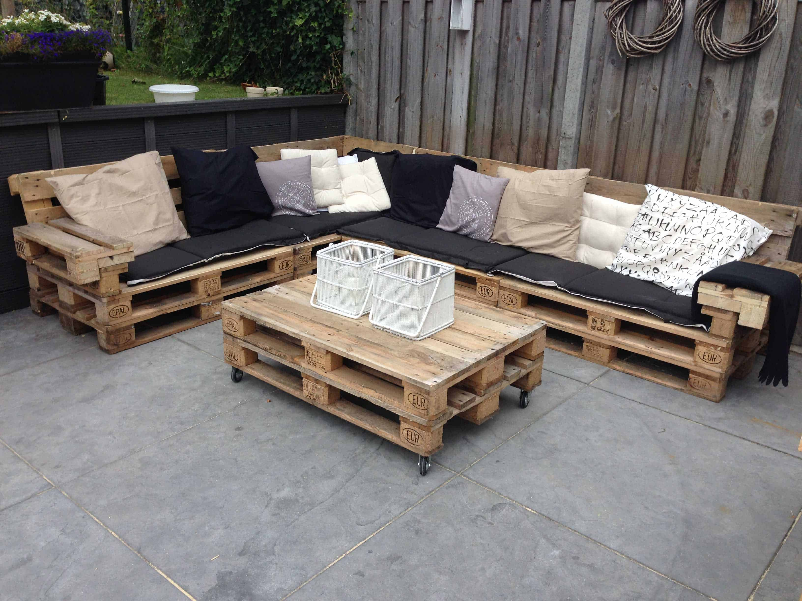 lounge set with repurposed euro pallets 1001 pallets. Black Bedroom Furniture Sets. Home Design Ideas