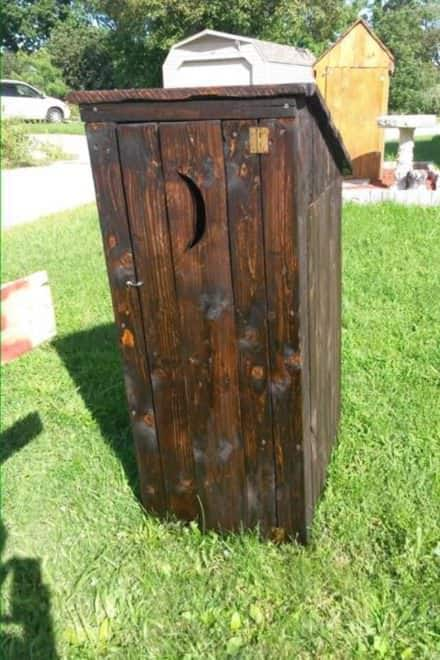 Pallet Garden Outhouse