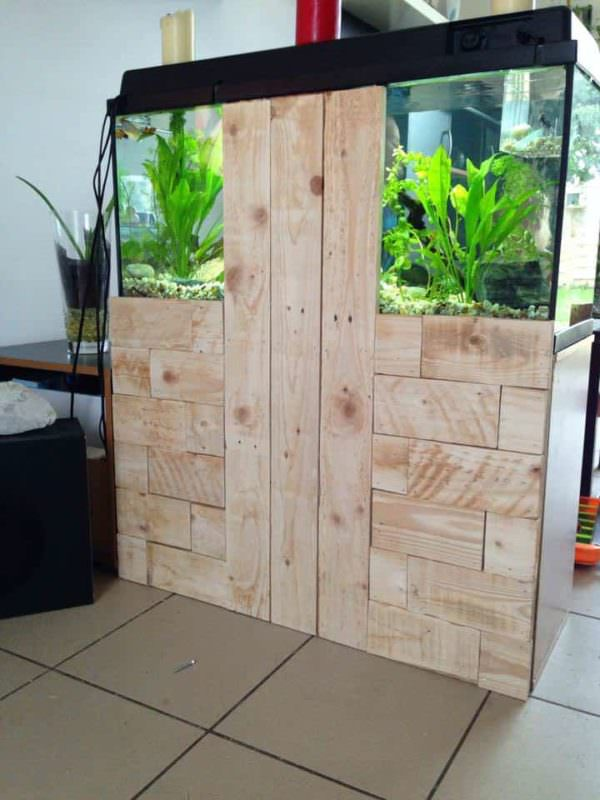 Pallet To Hide Aquarium Back DIY Pallet Furniture
