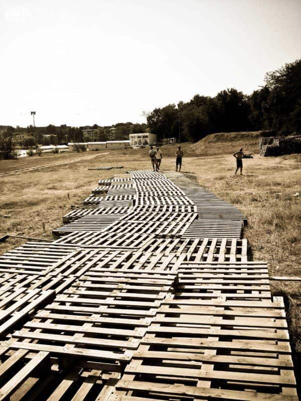 Picnic Park Made Out Of 600 Repurposed Pallets Pallet Terraces & Pallet Patios