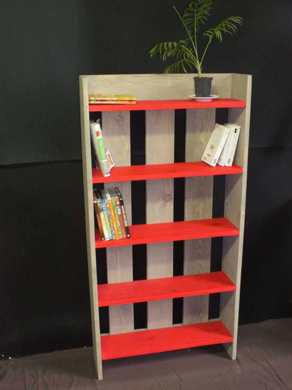 Wooden pallet shelf biblioth que etag re en bois de - Etagere bibliotheque bois ...