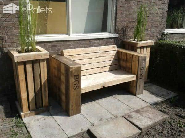Lounge bench and two large planter boxes made of recycled pallet