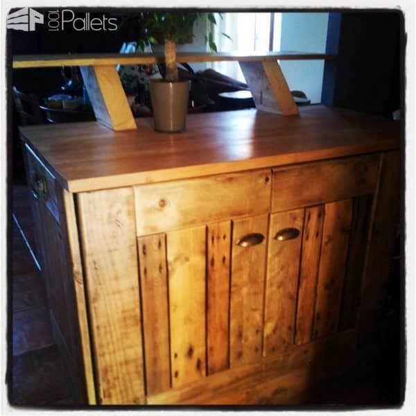 Kitchen Island / Bar DIY Pallet Bars