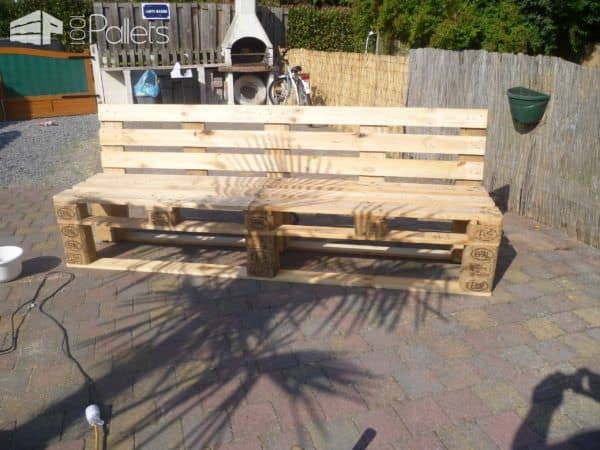 pallets garden bench banc de jardin en palettes 1001. Black Bedroom Furniture Sets. Home Design Ideas
