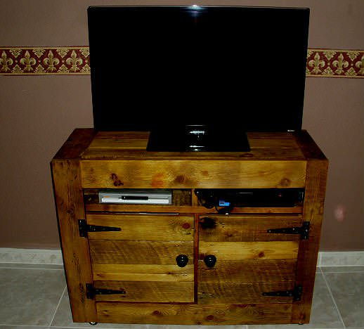 Pallet TV Stand Pallet TV Stand & Rack