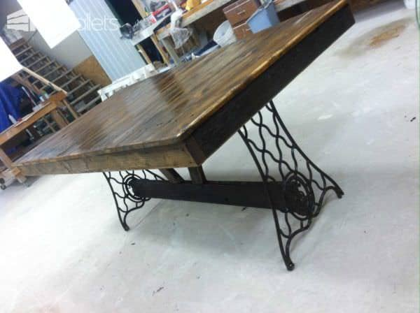 Singer Pallet Table Pallet Desks & Pallet Tables
