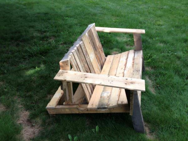 Muskoka / Adirondack Chair Pallet Benches, Pallet Chairs & Pallet Stools