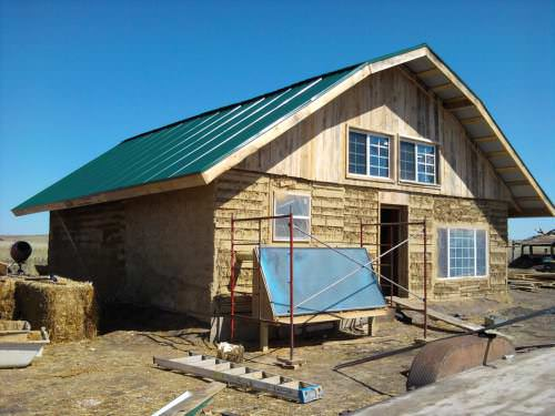 pine-ridge-pallet-house-texasnaturalbuilders-35iu3hx-500x375