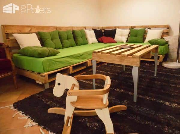 Sofa & Pallet Table For A Pallets Lounge Pallet Sofas