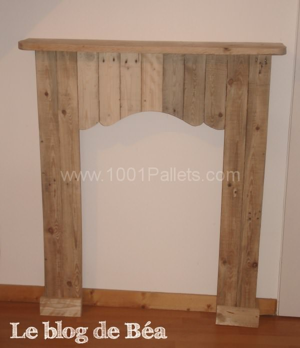 Decorative fireplace from pallet wood fausse chemin e en for Fausse cheminee decorative en bois