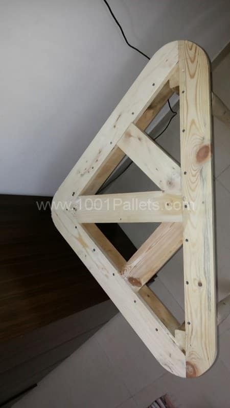 Pallet Corner Table For Crt-tv Pallet Desks & Pallet Tables