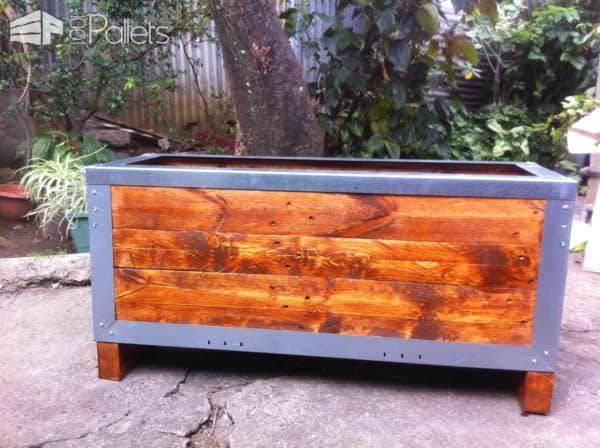 Planter out of reclaimed pallets metal 1001 pallets for Planters made out of pallets