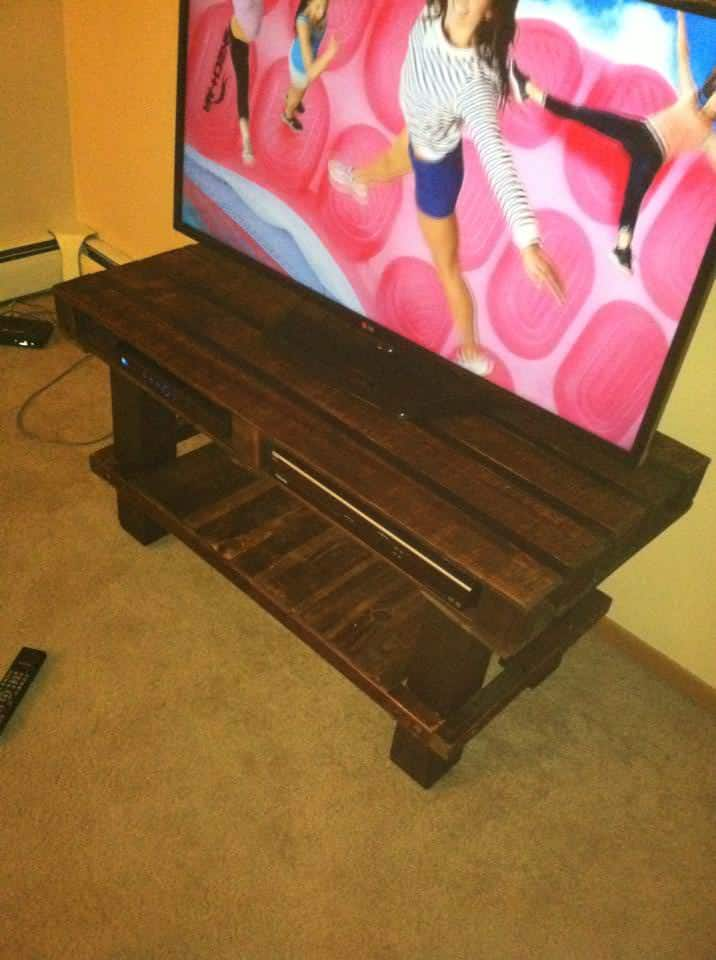 Tv Stand Made From Old Wooden Pallets 1001 Pallets