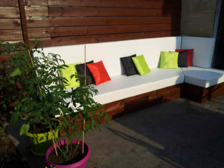 Outdoor lounge with pallets