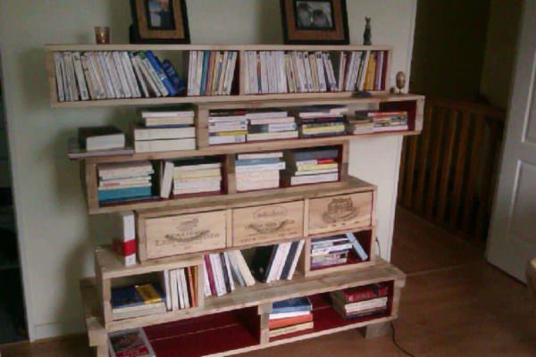 Pallet Bookshelves With Wine Boxes Pallet Bookcases & Bookshelves Pallet Shelves & Pallet Coat Hangers