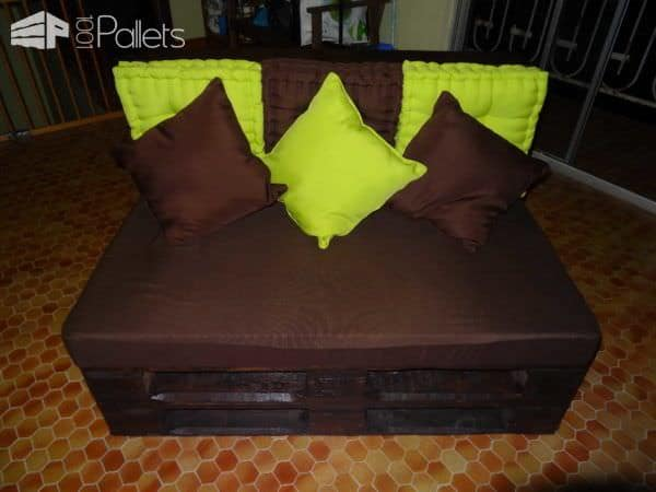 Pallet Sofa And Reel Table Pallet Sofas