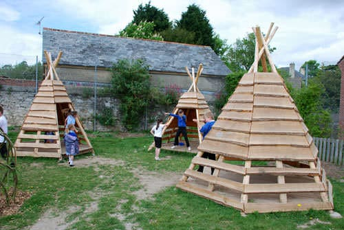 Pallets + Logs = Teepee for a Kids Playground Fun Pallet Crafts for Kids