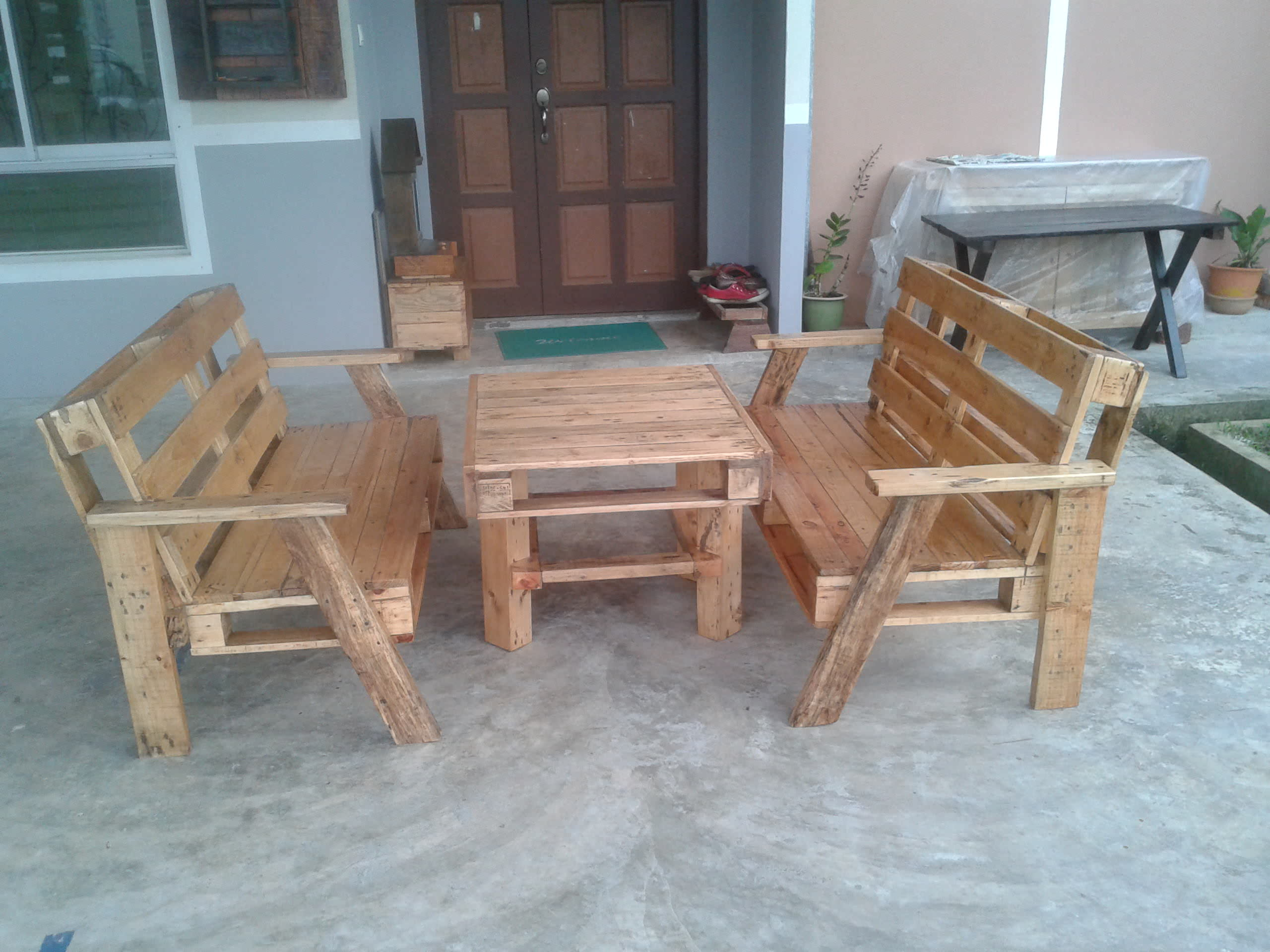 Pallet Wood Benches And Table 1001 Pallets