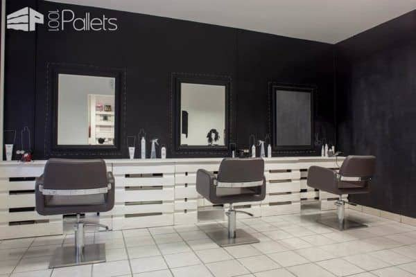 Pallet Hair and Nails Salon in Hungary Pallet Store, Bar & Restaurant Decorations