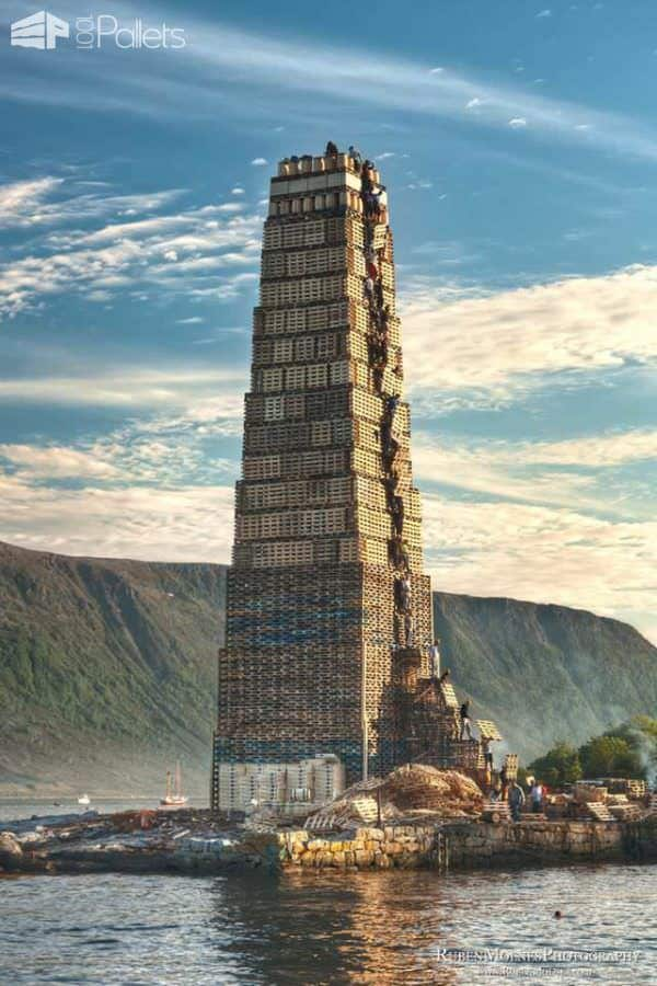Pallet Tower for the World Largest Bonfire Other Pallet Projects