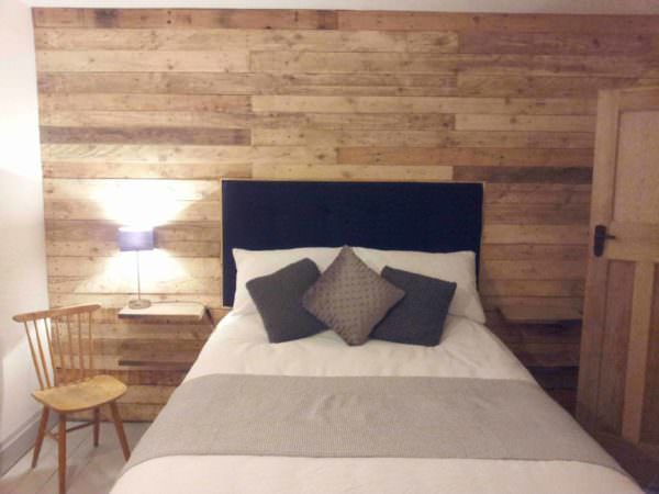 how to design a bedroom pallet wood wall 1001 pallets 18894