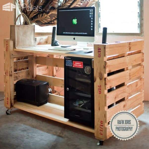 Simple Desk For Photographer Made From Pallet Pallet Desks & Pallet Tables