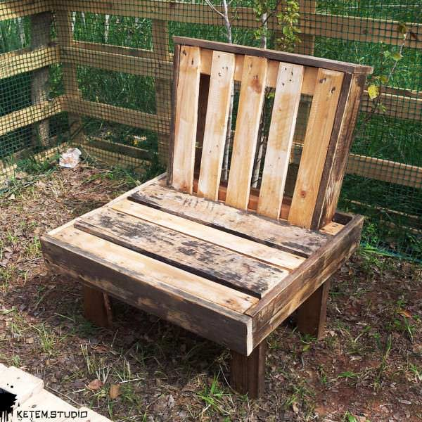 The Boss Garden Chair by Ketem Studio Pallet Benches, Pallet Chairs & Pallet Stools