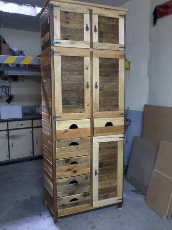 Furniture made from reclaimed pallets 1001 pallets for Kitchen units made from pallets