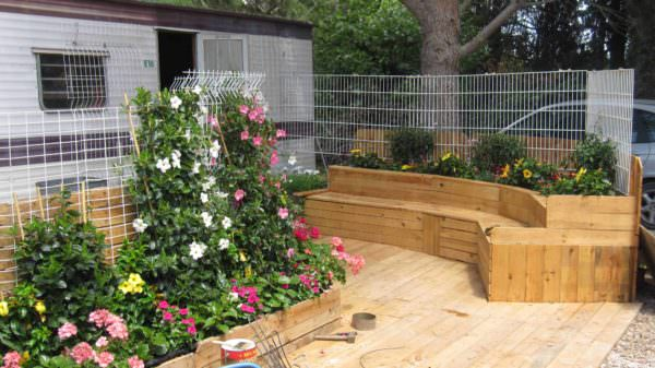 Pallet Combo: Bench + Planter + Terrace Lounges & Garden SetsPallet Terraces & Pallet Patios