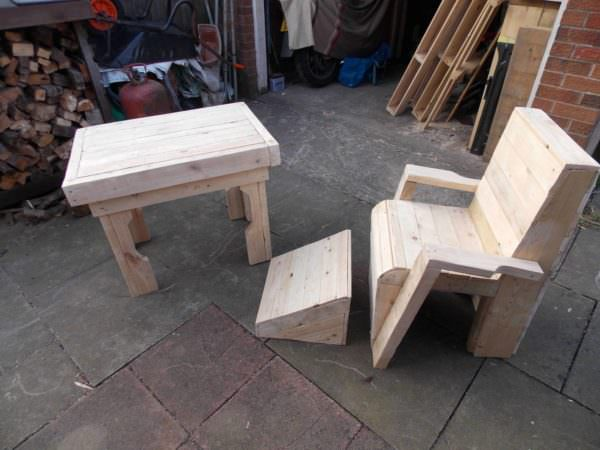 Pallet Garden Table & Chair Pallet Benches, Pallet Chairs & StoolsPallet Desks & Pallet Tables