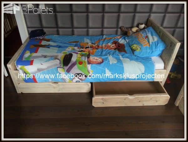 Pallet Bed Made Of Recycled Pallet & Scaffolding Wood DIY Pallet Bed Headboard & Frame