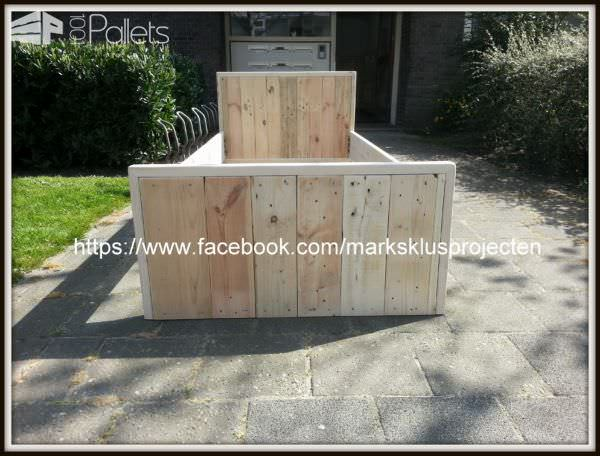 Pallet Bed Made Of Recycled Pallet & Scaffolding Wood DIY Pallet Bedroom - Pallet Bed Frames & Pallet Headboards