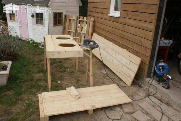 Pallet Dog Feeder Animal Pallet Houses & Pallet Supplies