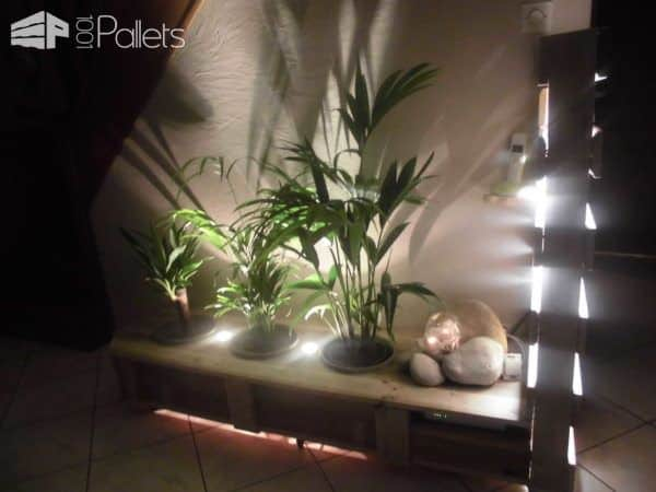 Pallet Indoor Planter With Lights Pallet Planters & Compost Bins