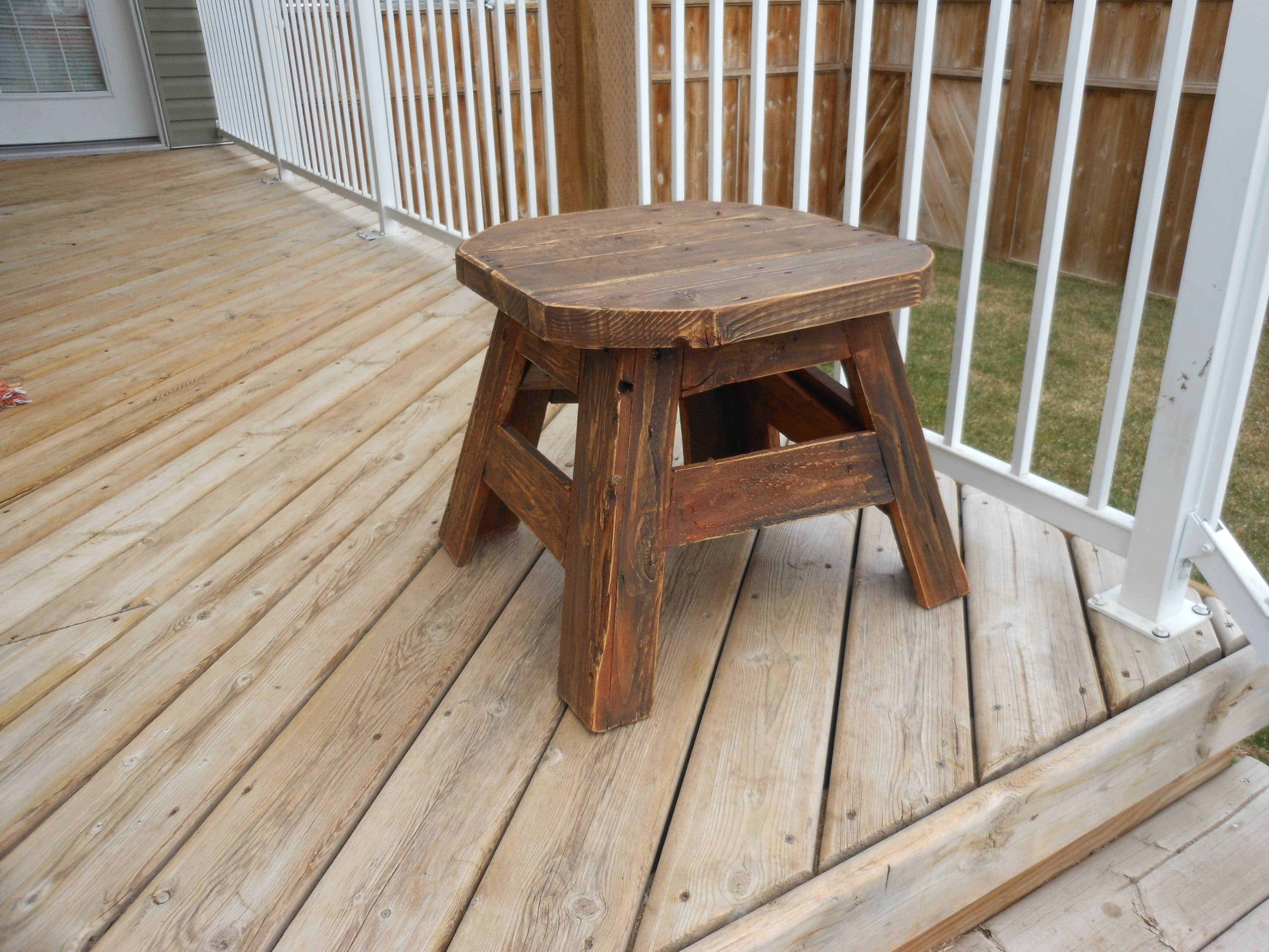 Patio side table made from upcycled pallet wood 1001 pallets for Patio table made from pallets