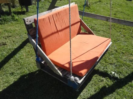 Upcycled Pallet Garden Swing Bench