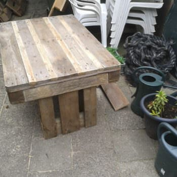 Upcycled Pallet Garden Table With 2 Pallets