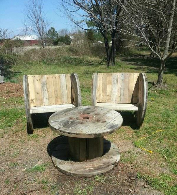 Upcycled Pallet & Spool For This Outdoor Garden Set Lounges & Garden Sets