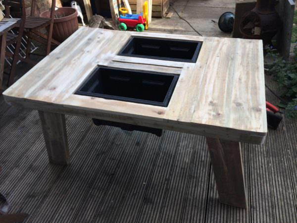 Beer/Wine Cooler Table Made Out Of Pallet Pallet Desks & Pallet Tables