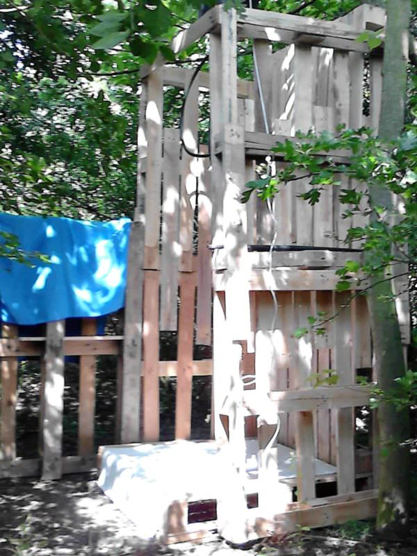 Camp Shower With Repurposed Pallets Lounges & Garden Sets