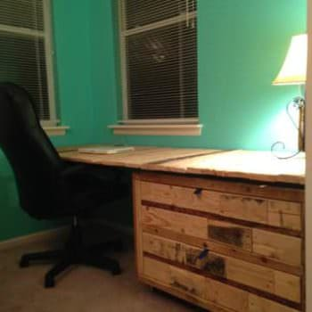 Gorgeous Desk Made Out Of Wooden Pallets & An Old Cabinet