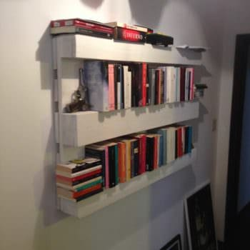 The Easiest Bookshelf: Made From One Single Pallet
