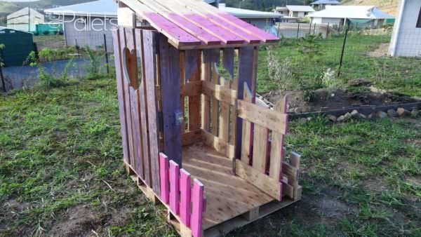 Cabane Princesse En Palettes / Small Pallet Princess Hut Fun Pallet Crafts for KidsPallet Sheds, Pallet Cabins, Pallet Huts & Pallet Playhouses