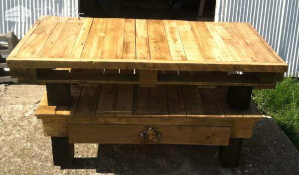 Daughter's Pallet TV Stand Pallet TV Stand & Rack