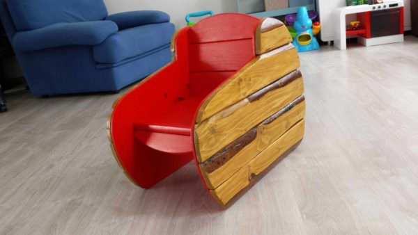 Fauteuil Enfant / Pallet Kid Chair Fun Pallet Crafts for KidsPallet Benches, Pallet Chairs & Stools