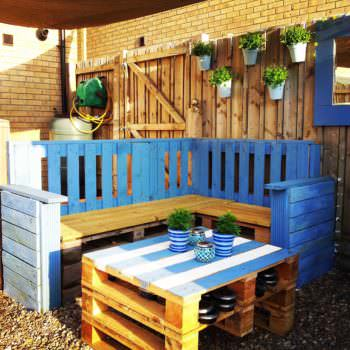Outdoor Pallet Lounge Corner