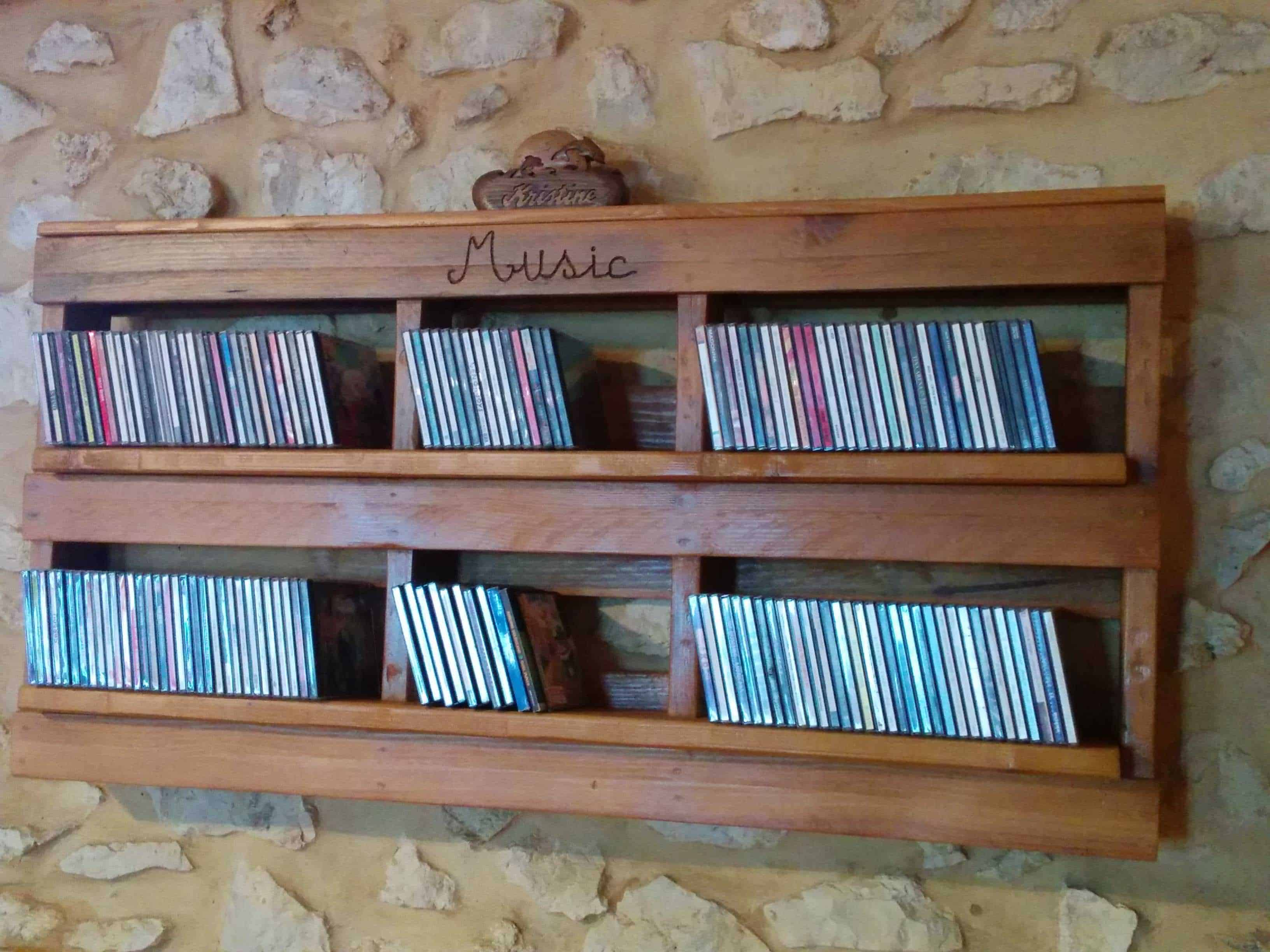 pallet cd shelf • pallet ideas • 1001 pallets