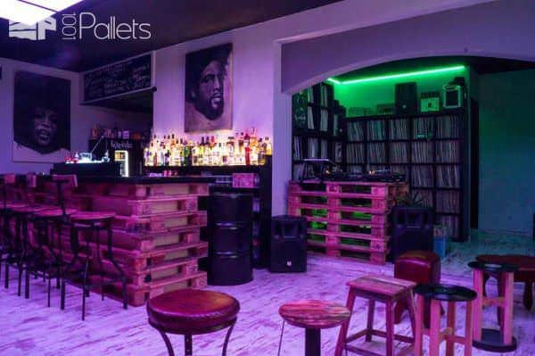 Pallet Club/Bar in Bamberg Created By Manuel Dietsch Lounges & Garden SetsPallet Store, Bar & Restaurant Decorations