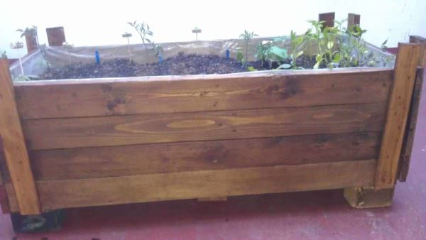 Planter Made Out Of Reclaimed Pallet Pallet Planters & Pallet Compost