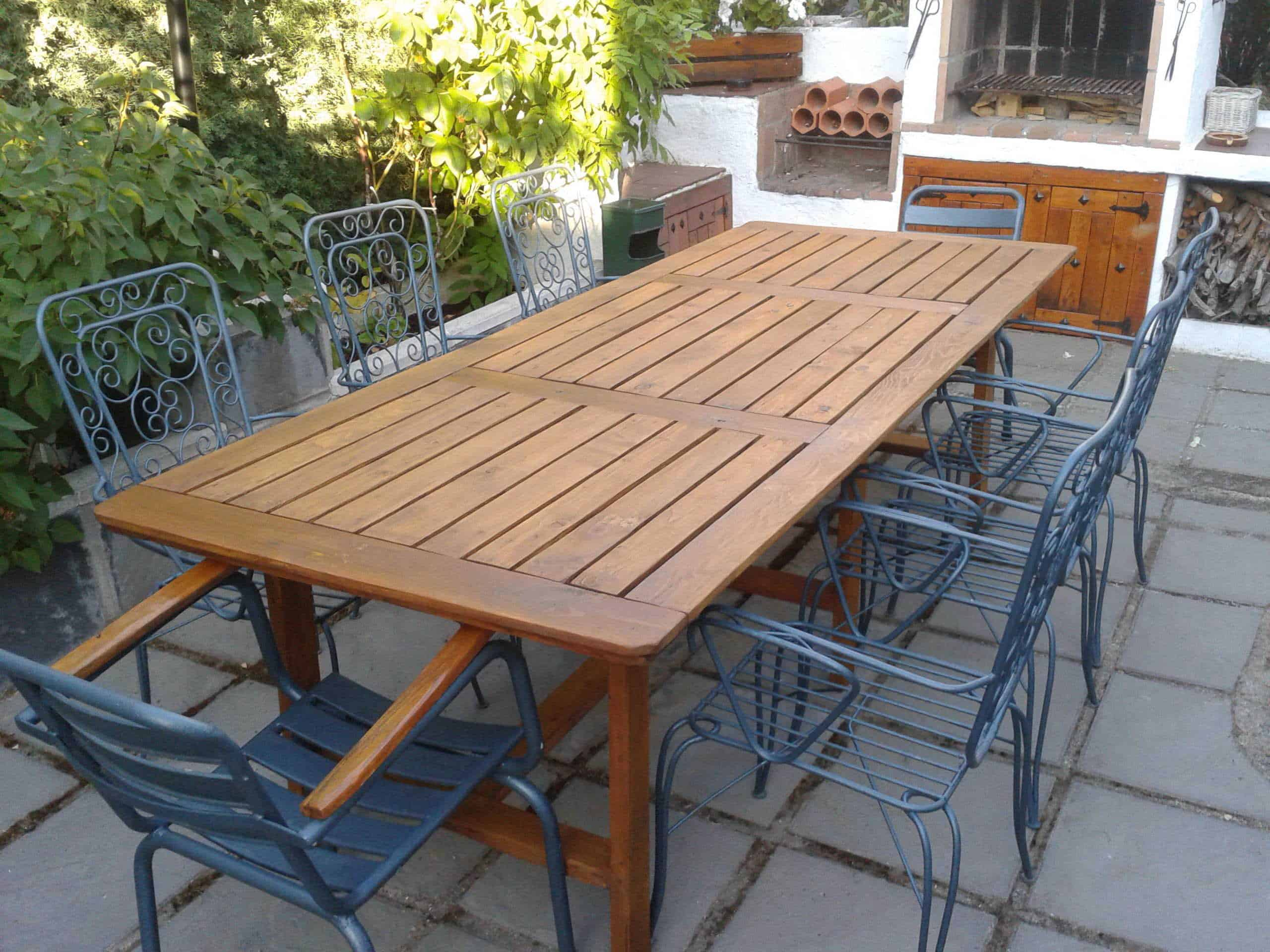 Table made with pallets for family dinners 1001 pallets for Banca de madera para jardin